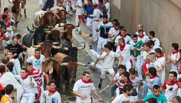 Imágenes del octavo encierro de los Sanfermines de 2018, con toros de la ganadería Miura.