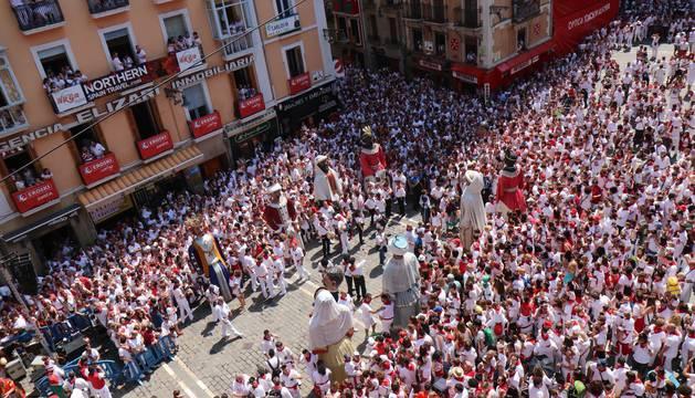 Los gigantes y cabezudos ya están en el Ayuntamiento para despedirse de San Fermín