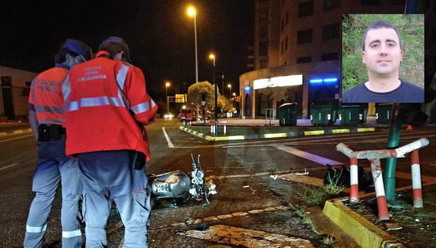 Estado en el que quedó la motocicleta tras el accidente (sobreimpresionada, una foto de Daniel  Pérez Induráin).