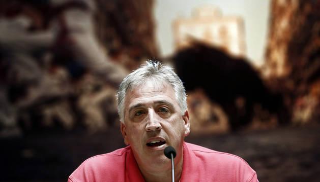 El alcalde de Pamplona, Joseba Asiron, durante la rueda de prensa donde ha dado el balance de las fiestas de San Fermín 2018.