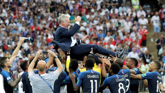 El combinado francés aúpa a su seleccionador