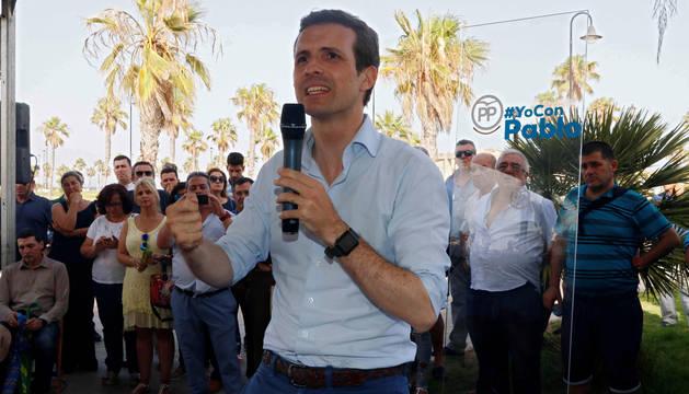 El candidato a la presidencia del PP Pablo Casado, durante un encuentro con compromisarios en la localidad almeriense de Roquetas de Mar.