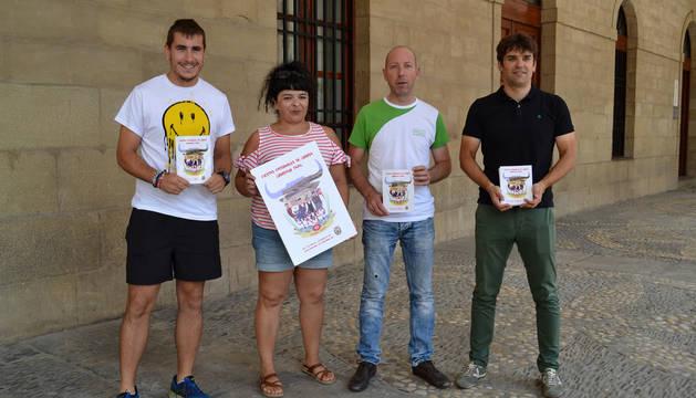 Ignacio Martínez, María Morentin, Kike Ataún y Pablo Azcona presentaron el programa de fiestas.