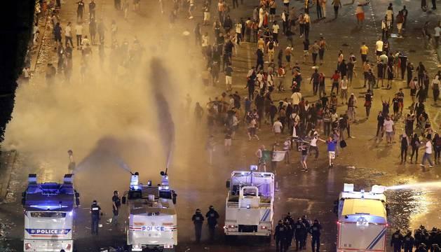 Disturbios en París durante las celebraciones por el Mundial