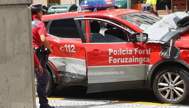 Accidente entre un coche de Policía Foral y otro vehículo en Pamplona