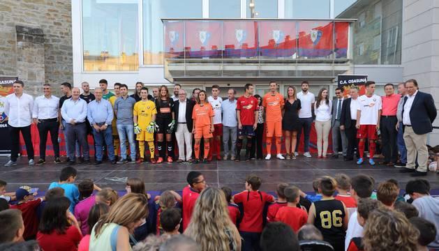 Presentación de la nueva equipación de Osasuna para la temporada 2018 y 2019 y del nuevo autobús del equipo
