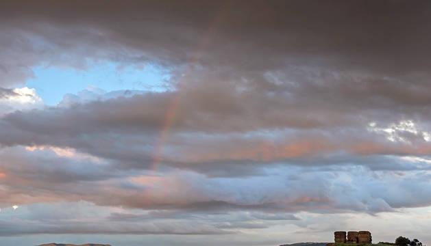 Nubes y arcoiris sobre Ayegui.