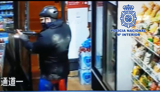 Detenido por atracar vestido de Superman y armado con una escopeta