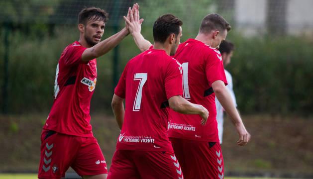 Miguel Díaz, Carlos Clerc y David Rodríguez celebran uno de los goles de la tarde de ayer.