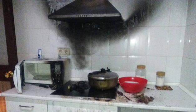 Un incendio sin heridos afecta a una cocina en Pamplona