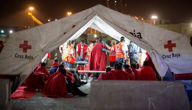Llegada al puerto de Málaga de los 154 inmigrantes rescatados por Salvamento Marítimo cuando navegaban en tres pateras en el mar de Alborán