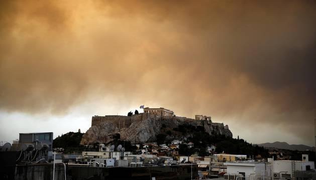 Decenas de muertos por varios incendios al noreste de Atenas