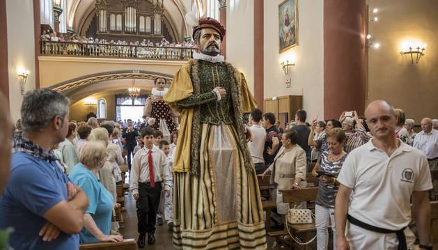 Misa dedicada a Santiago y mutildantza en el segundo día (25 de julio) de las fiestas de Elizondo