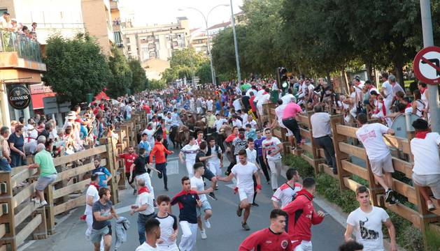 Un momento del primer encierro de las fiestas de Tudela 2018.