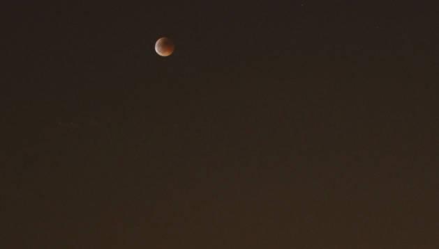 El eclipse de junio de 2011, sobre el barrio pamplonés de Iturrama.