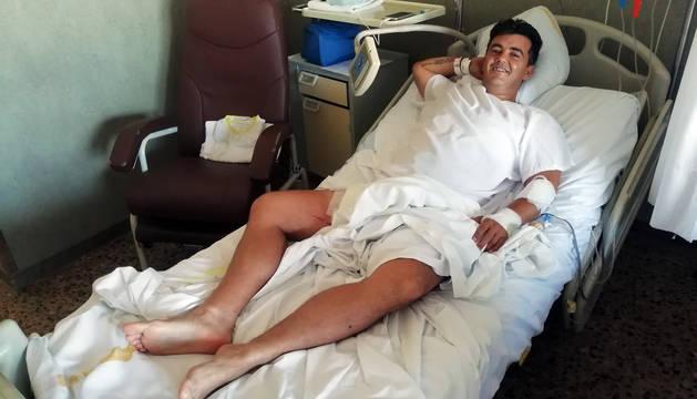 Javier Cerrato descansa en el Hospital Reina Sofía tras la cornada que recibió el miércoles.