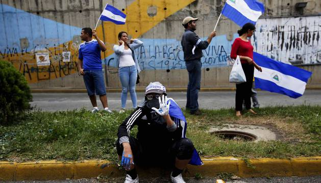 Manifestantes participan en un plantón para conmemorar los 100 días desde el inicio de la crisis sociopolítica que atraviesa Nicaragua