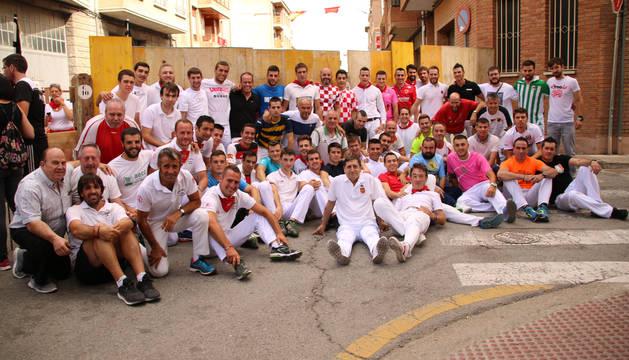 Pasión por los encierros que une a cientos de aficionados en San Adrián