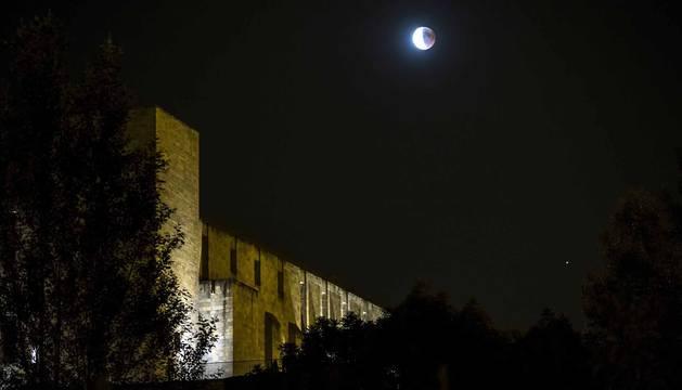 Fotos del eclipse lunar visto desde Navarra y otras partes del mundo (27 de julio de 2018)