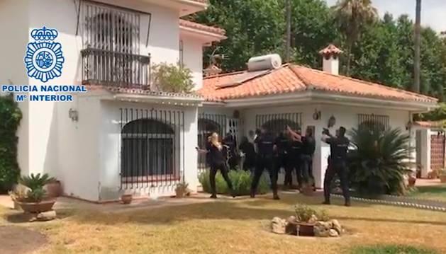 Intervención de la Policía Nacional en la casa donde custodiaban la droga.