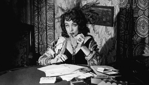 Marlene Dietrich en una escena de la película 'Sed de mal' (1958) de Orson Welles.