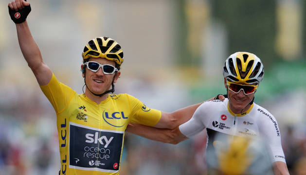 Geraint Thomas y Chris Froome, primero y tercero respectivamente en la clasificación general final del Tour.
