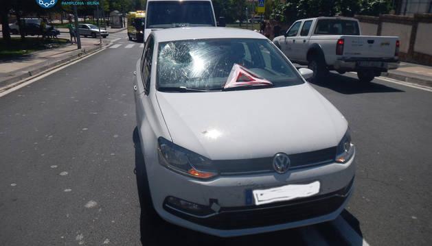 Estado del vehículo tras golpear al ciclista.