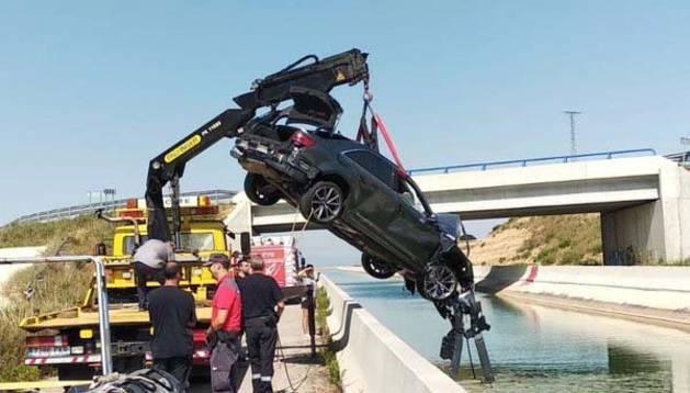 Rescatan a un joven que había caído con su coche al Canal de Navarra en Olite