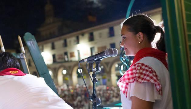 La jotera María Herrera, bajo la mirada de cientos de tudelanos en el 'Pobre de mí'.
