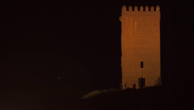 Santacara culmina el alumbrado de la torre que la iluminará a diario