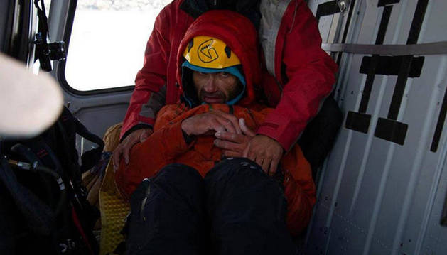 """Afectado por un edema, muy débil,  y """"al borde del delirio"""". Así fue rescatado por el ejército paquistaní Gukov el pasado martes."""