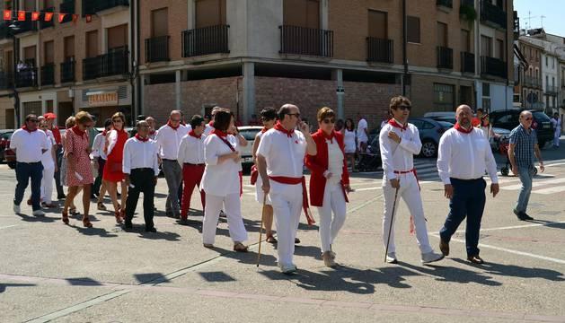 Almuerzo de jubilados, encierros y desfile en el Día Grande de las Fiestas de Lodosa