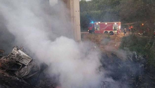 Fallece un conductor navarro en Fraga al caer su camión por un puente