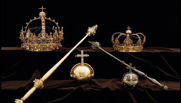 Roban dos valiosas coronas del siglo XVII a plena luz del día en Suecia