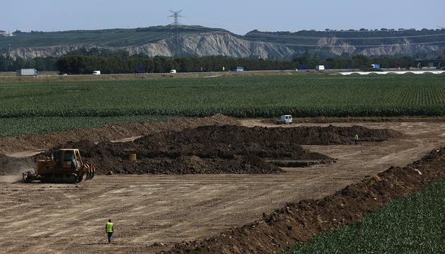 Zona en la que se han retomado los trabajos de construcción de la plataforma del TAV, en el término de Peralta.