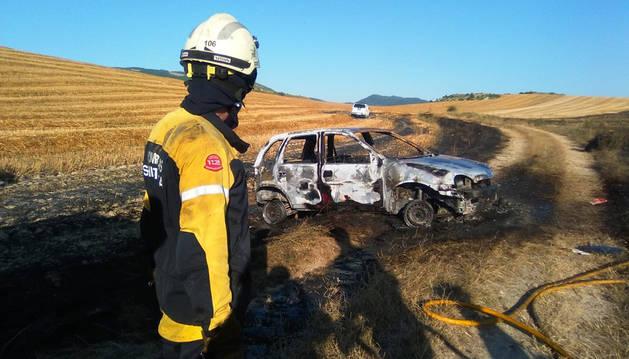 En el incendio, originado en un campo de cereal de Badostáin, se ha visto afectado un vehículo.