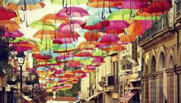 Los paraguas que decoran una de las calles de Águeda