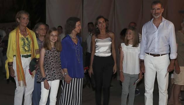 Los Reyes y sus hijas disfrutan de un concierto de Ara Malikian con doña Sofía