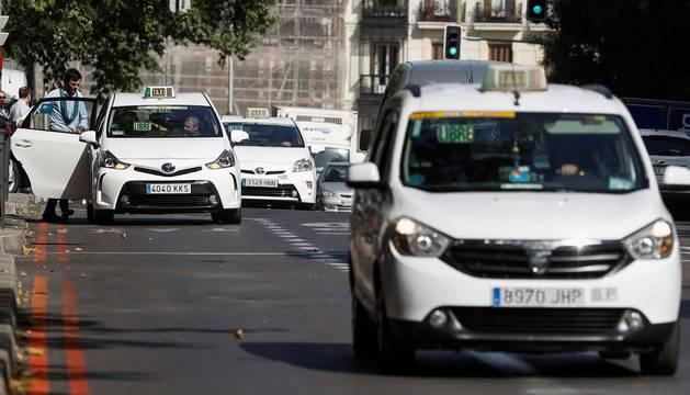 foto de Vuelta a la normalidad en el centro de Madrid tras los tres días de paros y protestas que ha mantenido el sector del taxi.