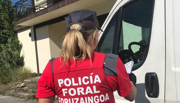 El furgón del conductor que circulaba drogado ha sido inmovilizado en la N-121 en Sunbilla.