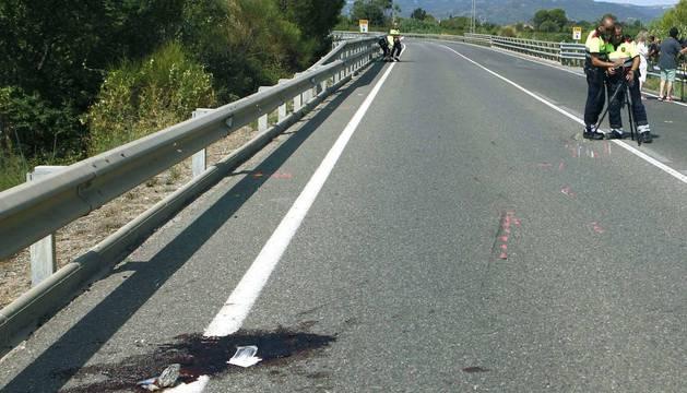 Dos ciclistas han fallecidoal ser arrollados por un coche mientras circulaban por la carretera T-310, a la altura de Montbrió del Camp