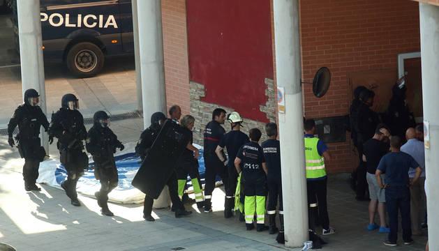Operativo policial, de bomberos y sanitario, el domingo, en el inmueble de San Jorge.