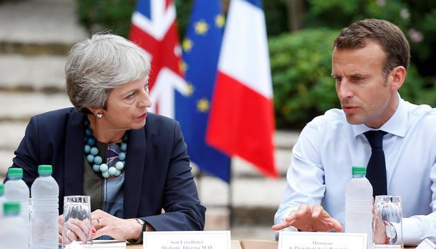 Theresa May, junto a Emmanuel Macron, el pasado 3 de agosto en Fort de Brégançon, en el sur de Francia.