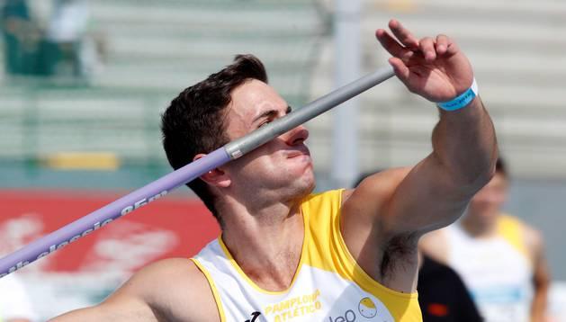 Nico Quijera, a punto de lanzar la jabalina en Getafe.