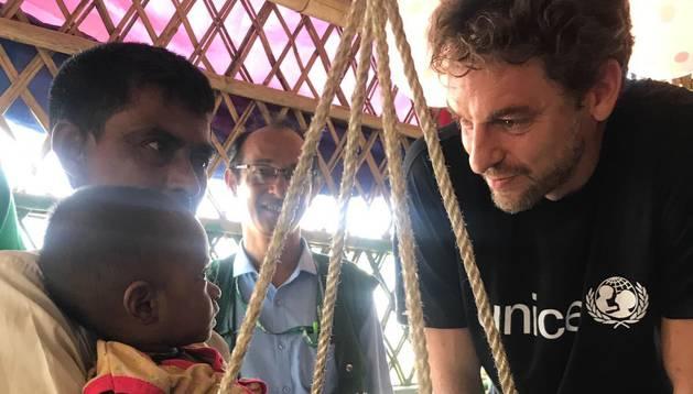 Gasol con los niños refugiados