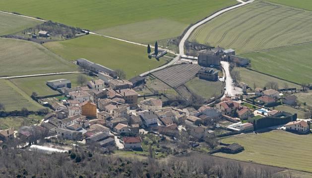 Vista área del concejo de Echávarri, a los pies de la peña San Fausto.