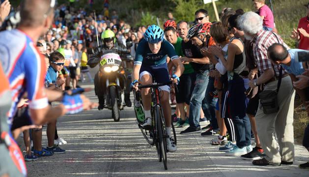 El ciclista del equipo inglés HMT, Jenson Young, se impuso en la meta del Alto de Txoribar y se colocó líder de la general.