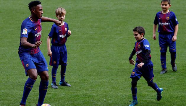 El Barcelona traspasa al colombiano Yerry Mina al Everton inglés