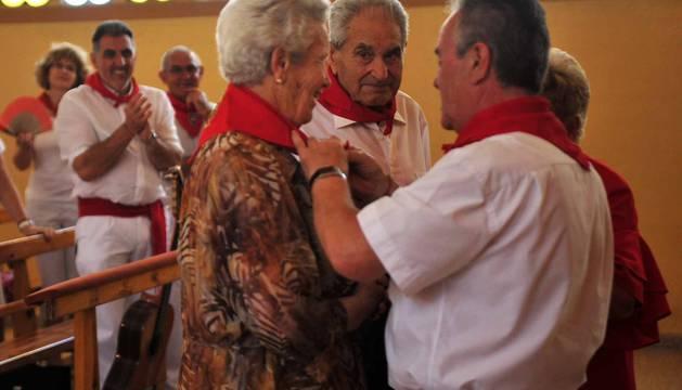 Misa, pasacalles con gigantes y comida por el Día del Jubilado en las fiestas de Funes