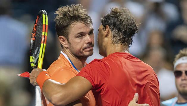 Nadal y Wawrinka se abrazan tras el partido